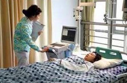 實驗室主作何為教授和外國伙伴交流腦水腫技術