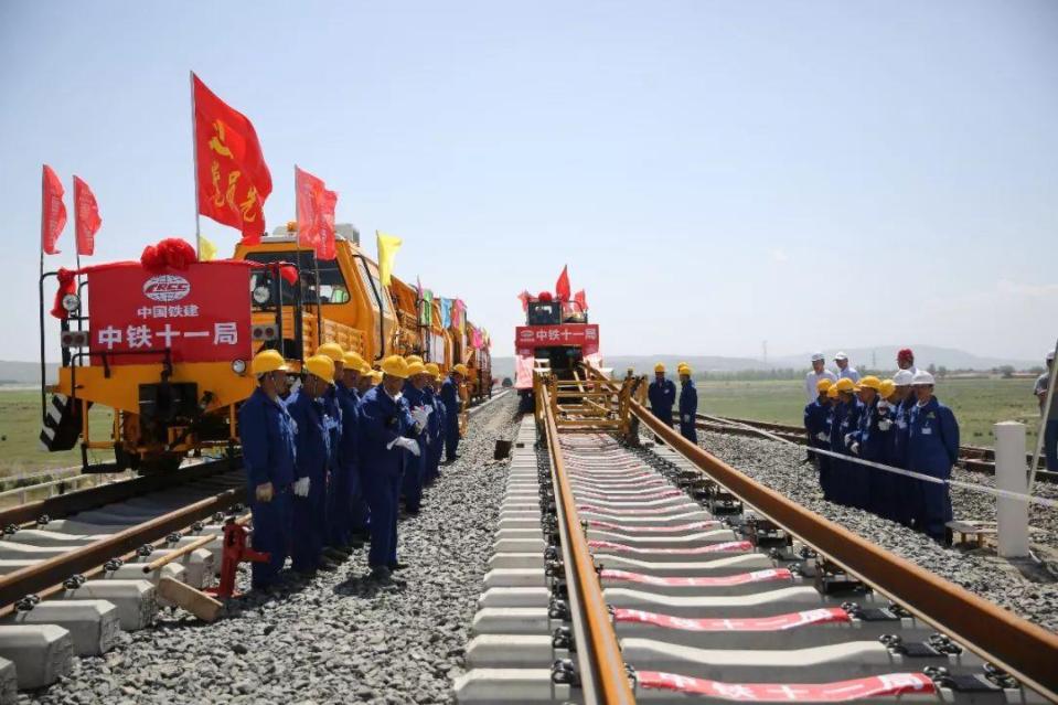 2008年至今,东盟电气集团在五十余个铁路配电项目上提供了箱变超凡电竞-网站登录、高低压开关设备等产品