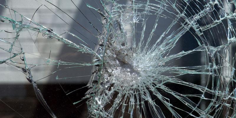 玻璃防爆、防炸、防自爆方法