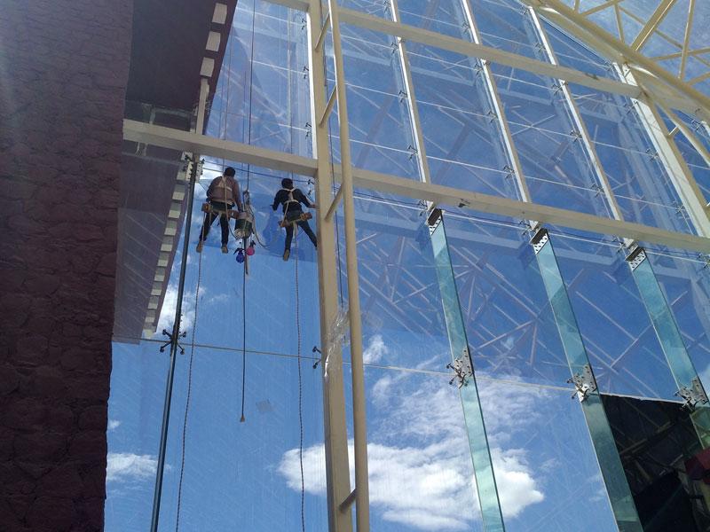 幕牆玻璃隔熱膜_玻璃防曬隔熱膜_拉薩洲際飯店
