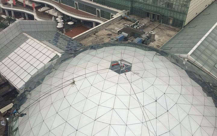 城南優品道廣場采光頂玻璃外貼龍膜