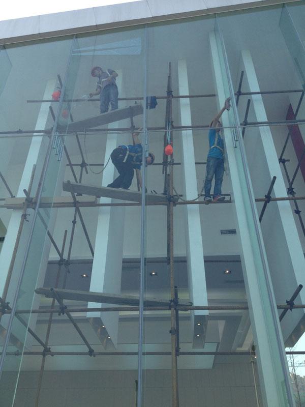 潤揚·雙鐵廣場展廳玻璃隔熱膜貼膜