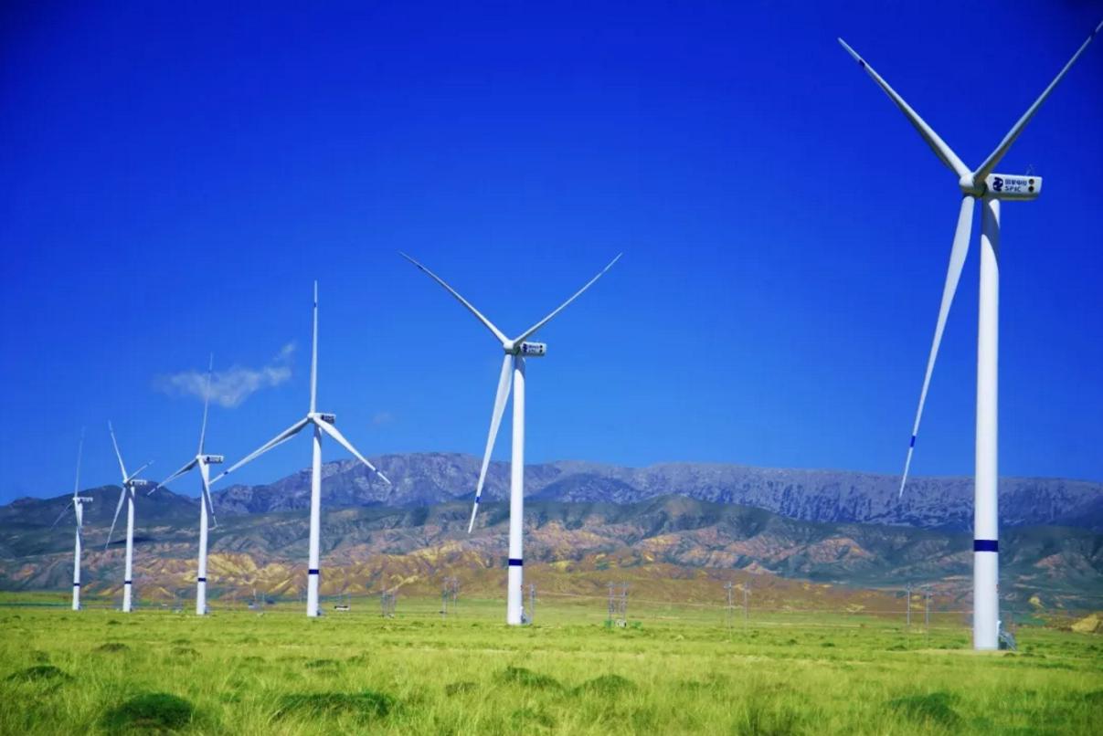 乌拉特中旗首个分散式风电项目建成并网