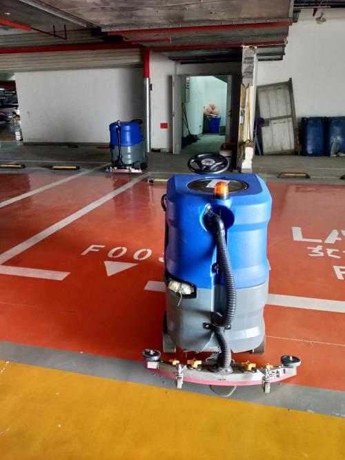 停车场专用洗地机