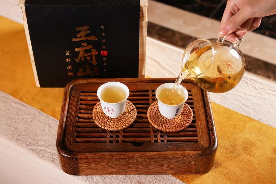 白茶清欢无别事寓意