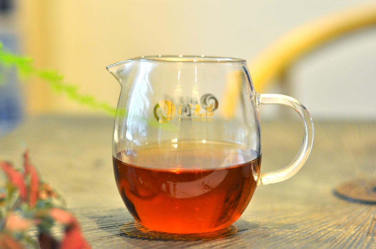 润元昌普洱茶布朗之春红亮茶汤