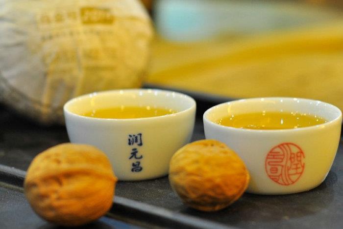 润元昌2014年乌金号青沱普洱生茶金字系列
