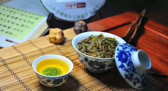 润元昌2011年白金号青饼普洱生茶金字系列