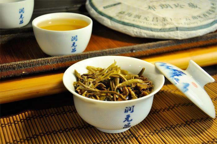 润元昌2014布朗珍藏青饼普洱生茶珍藏系列