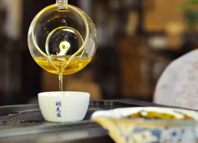 润元昌2014年大班章一号青饼普洱生茶