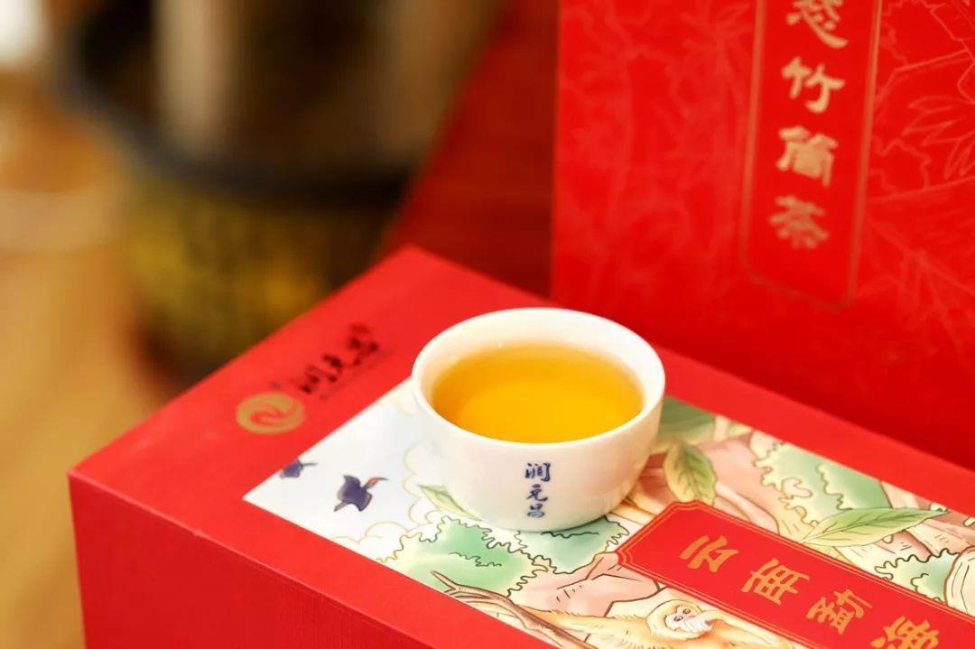 润元昌2018年云南勐海生态竹筒茶