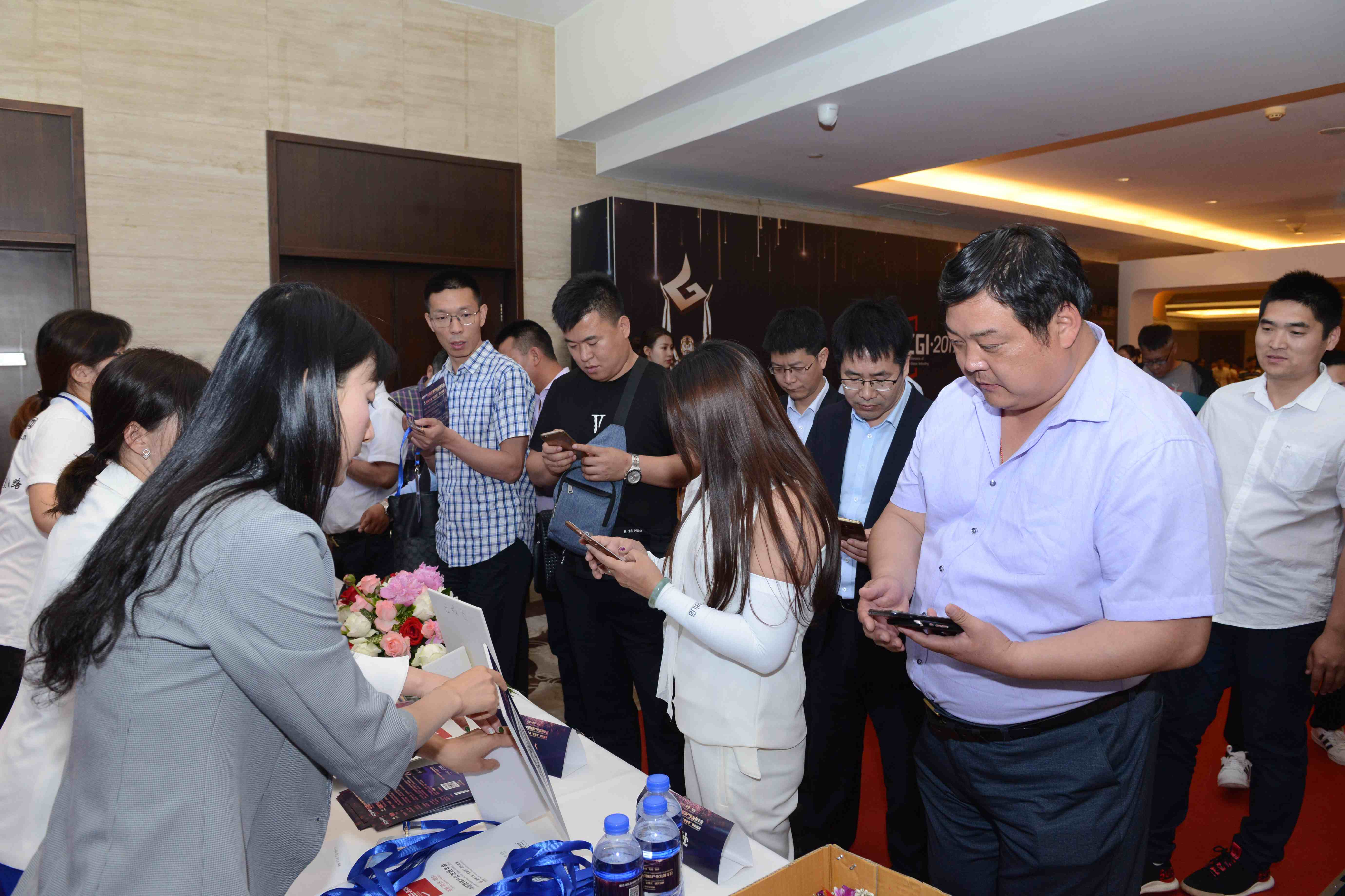 中国玻璃产业发展年会文图-中国玻璃产业发展年会文图-嘉宾签到2