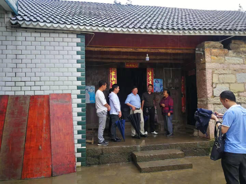 现代物流集团党委书记、董事长任仁赴普安县雨核村扶贫点调研