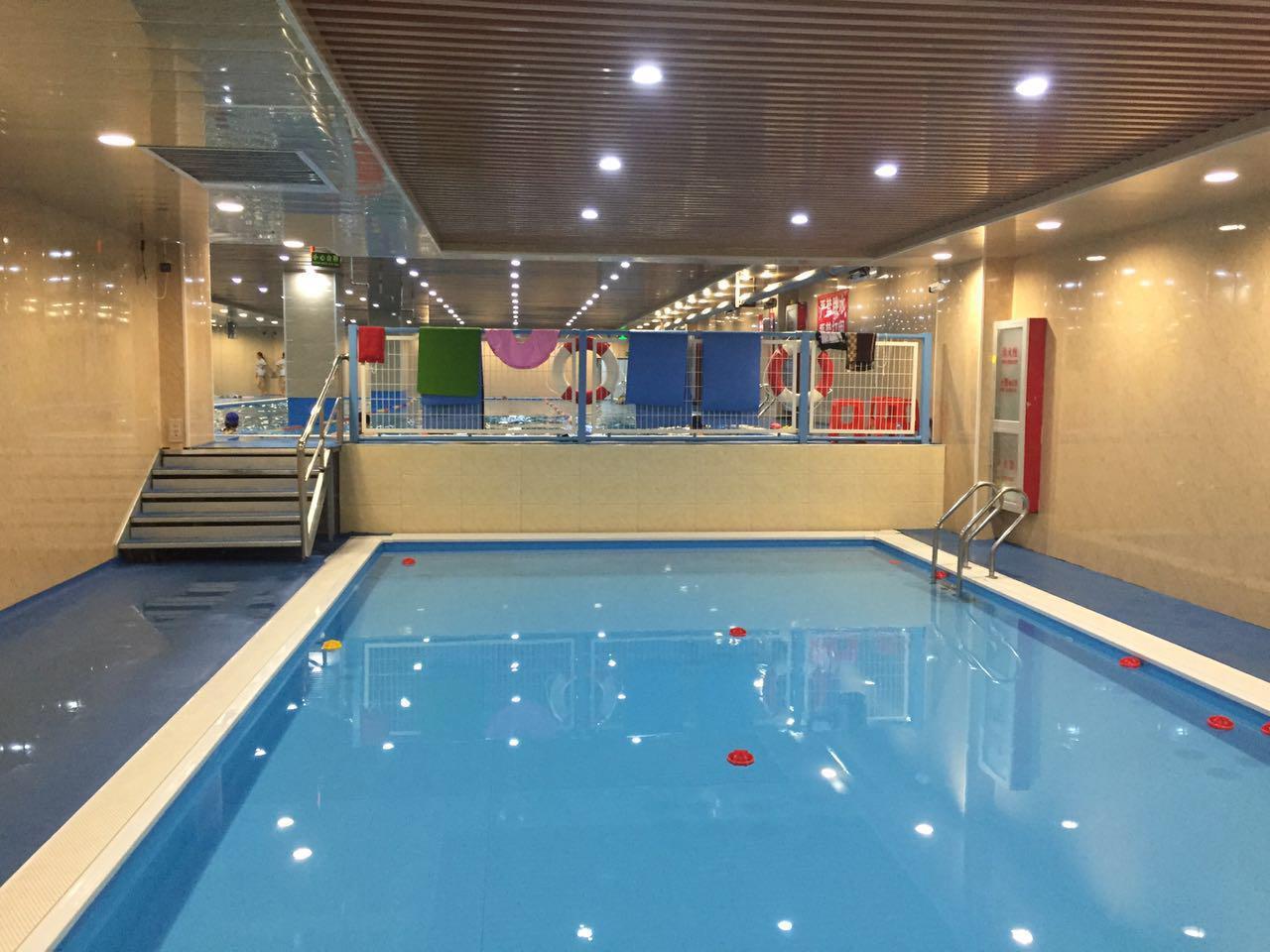健身房泳池