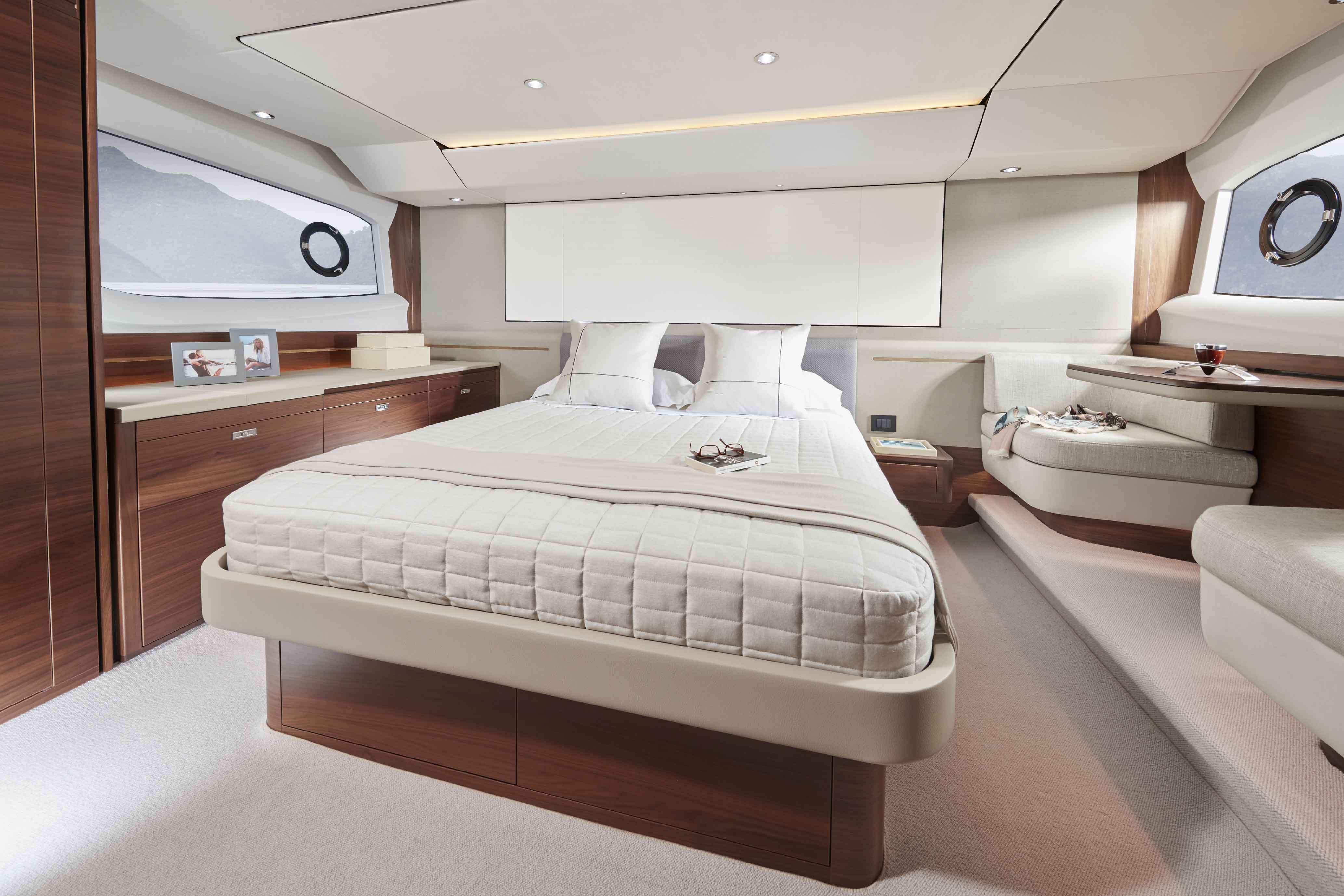 公主F55-55-interior-owners-stateroom-walnut-satin