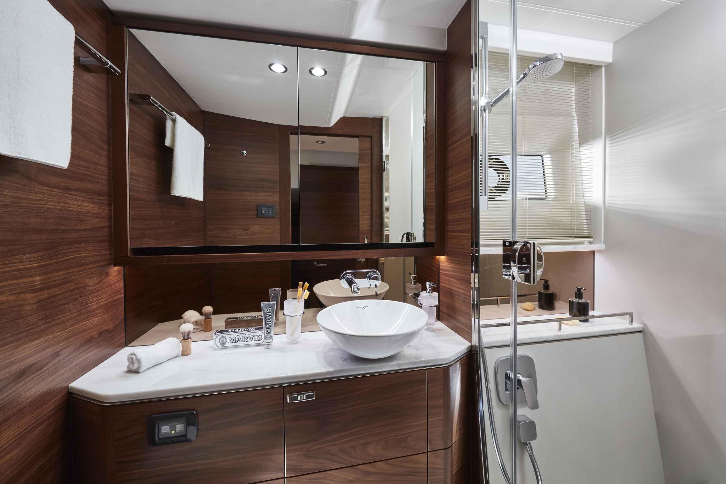 公主F55-f55-interior-owners-bathroom