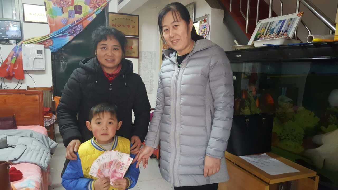 1,2018年1月16日协会全体会员下乡慰问贫困家庭,并且14位女企业家一对一、一对二救助贫困学生15名-2017-01-17164411