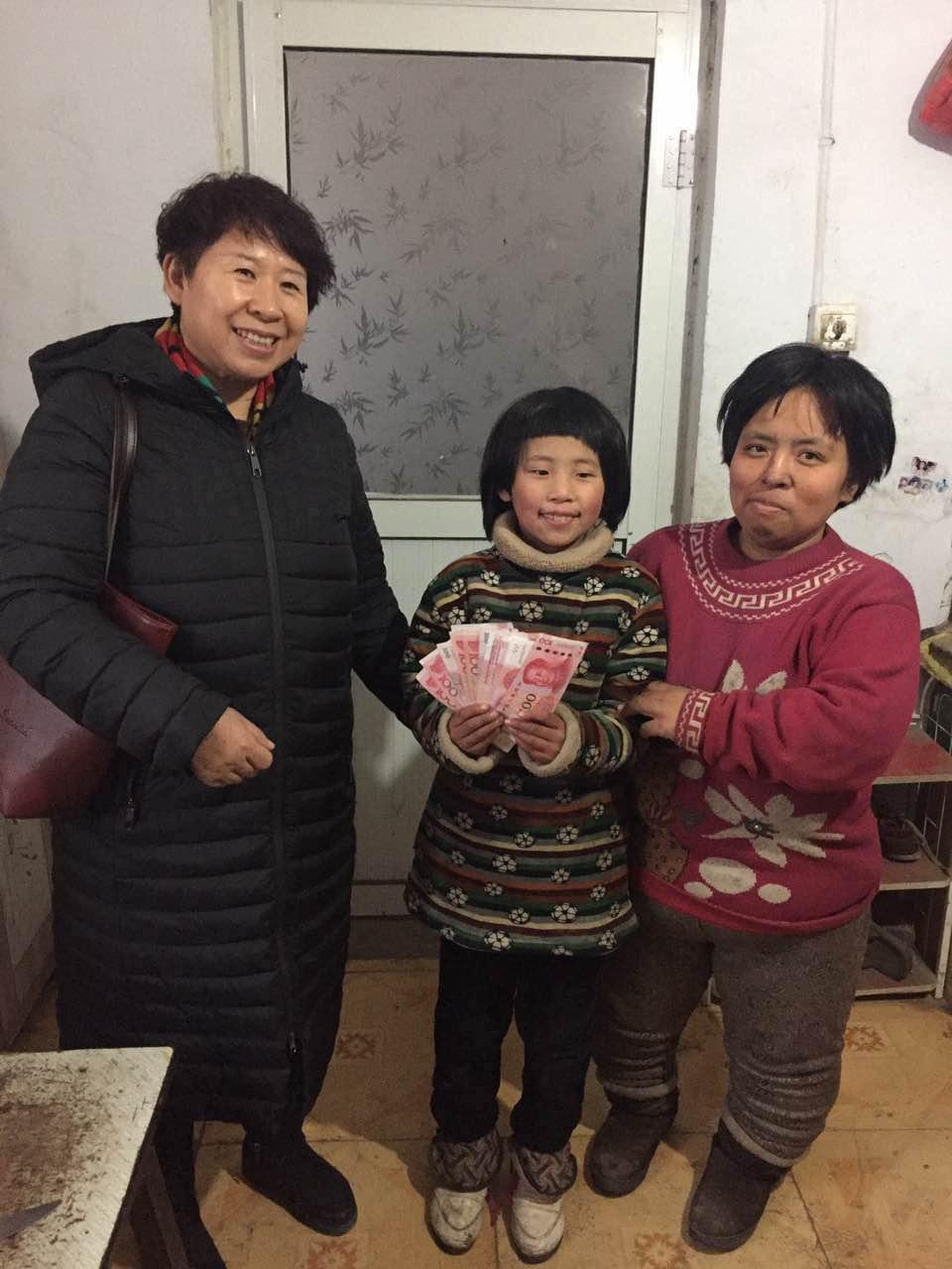 1,2018年1月16日协会全体会员下乡慰问贫困家庭,并且14位女企业家一对一、一对二救助贫困学生15名-2017-01-17164414