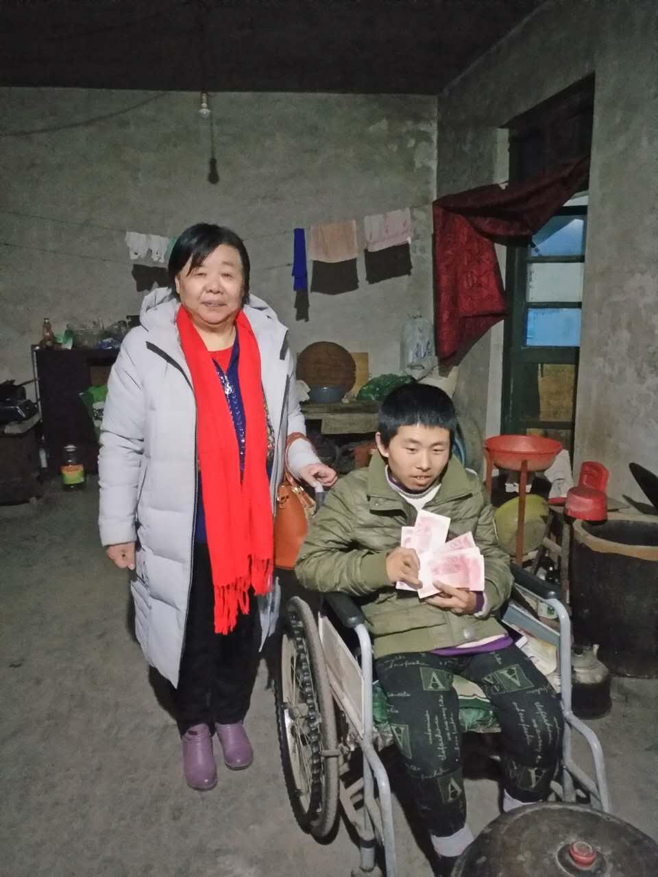 1,2018年1月16日协会全体会员下乡慰问贫困家庭,并且14位女企业家一对一、一对二救助贫困学生15名-2017-01-17164420