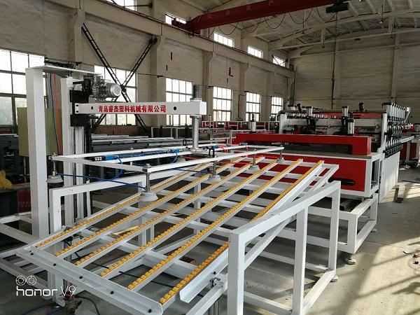 PVC木塑结皮发泡板生产线2