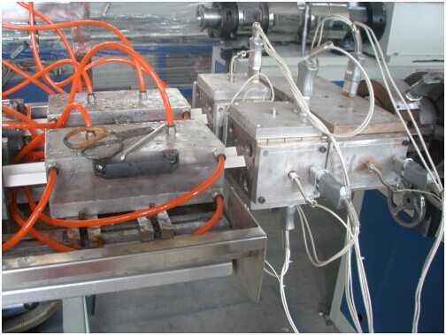 PVC线槽生产设备装饰线条设备护角条生产线踢脚线生产线2