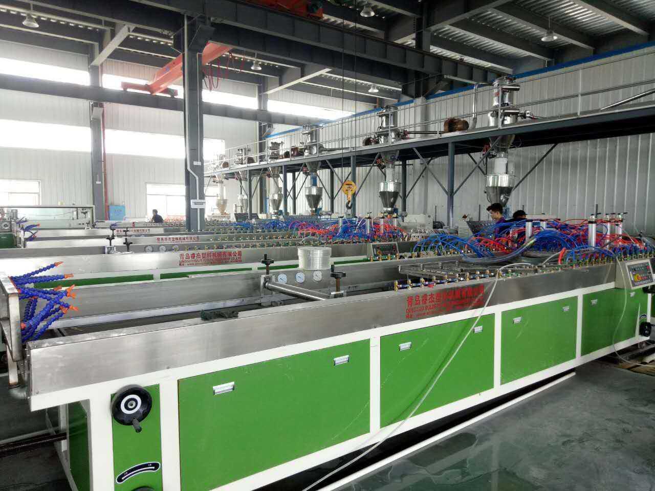 PVC木塑集成墙面设备集中墙板生产线护墙板生产设备