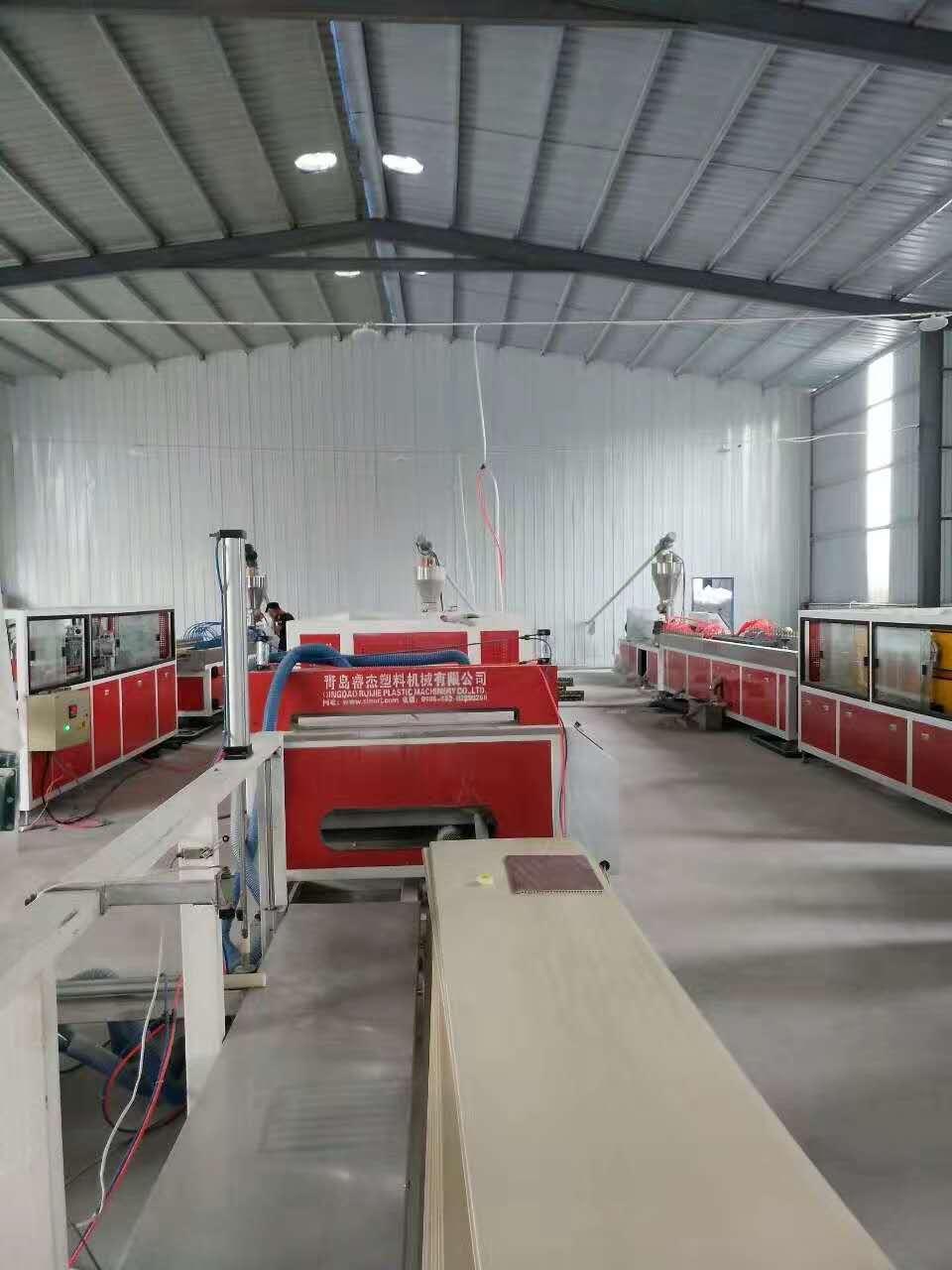 PVC木塑集成墙面设备集中墙板生产线护墙板生产设备2