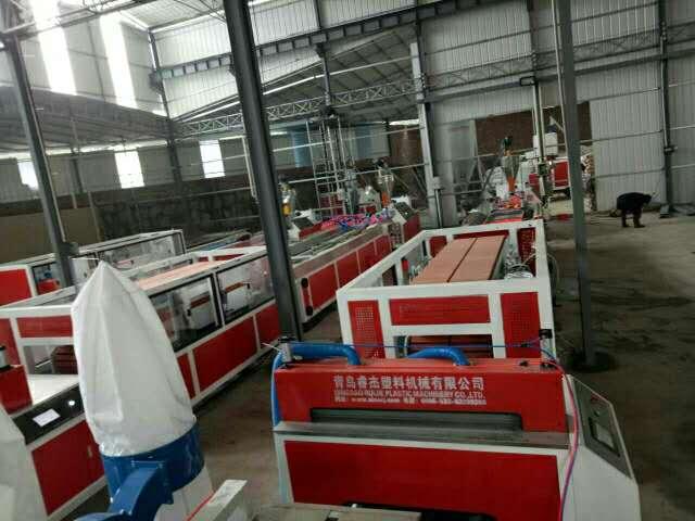 竹木纤维集成墙面生产线PVC木塑快装墙板设备生态护墙板生产机器3
