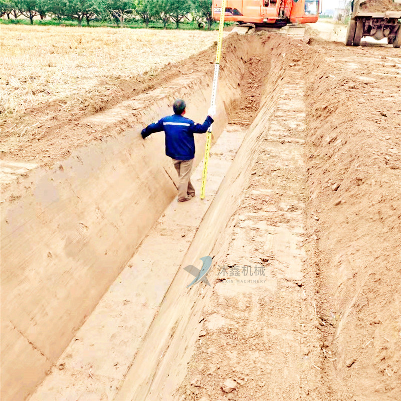 灌溉水渠滑膜成型机