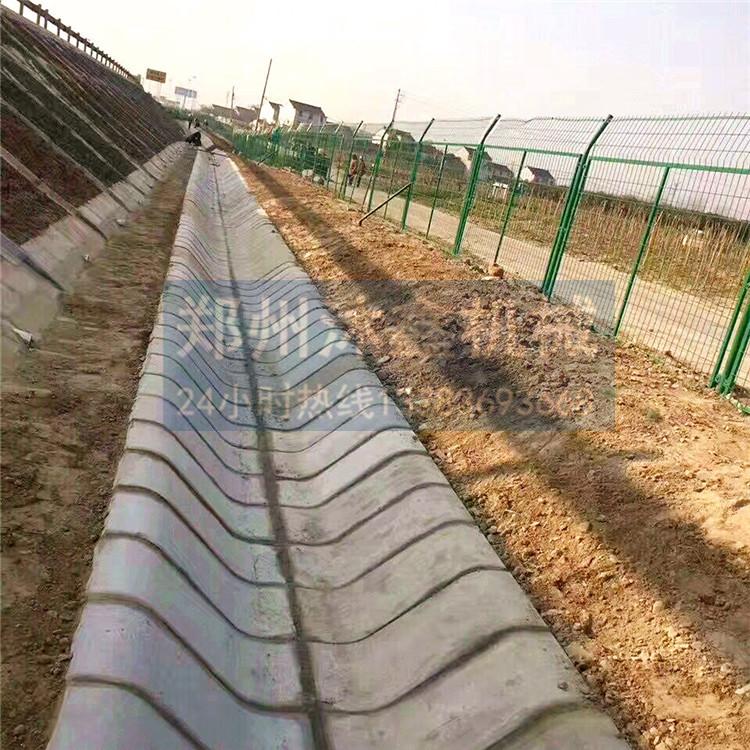 水泥U型槽铺设图片