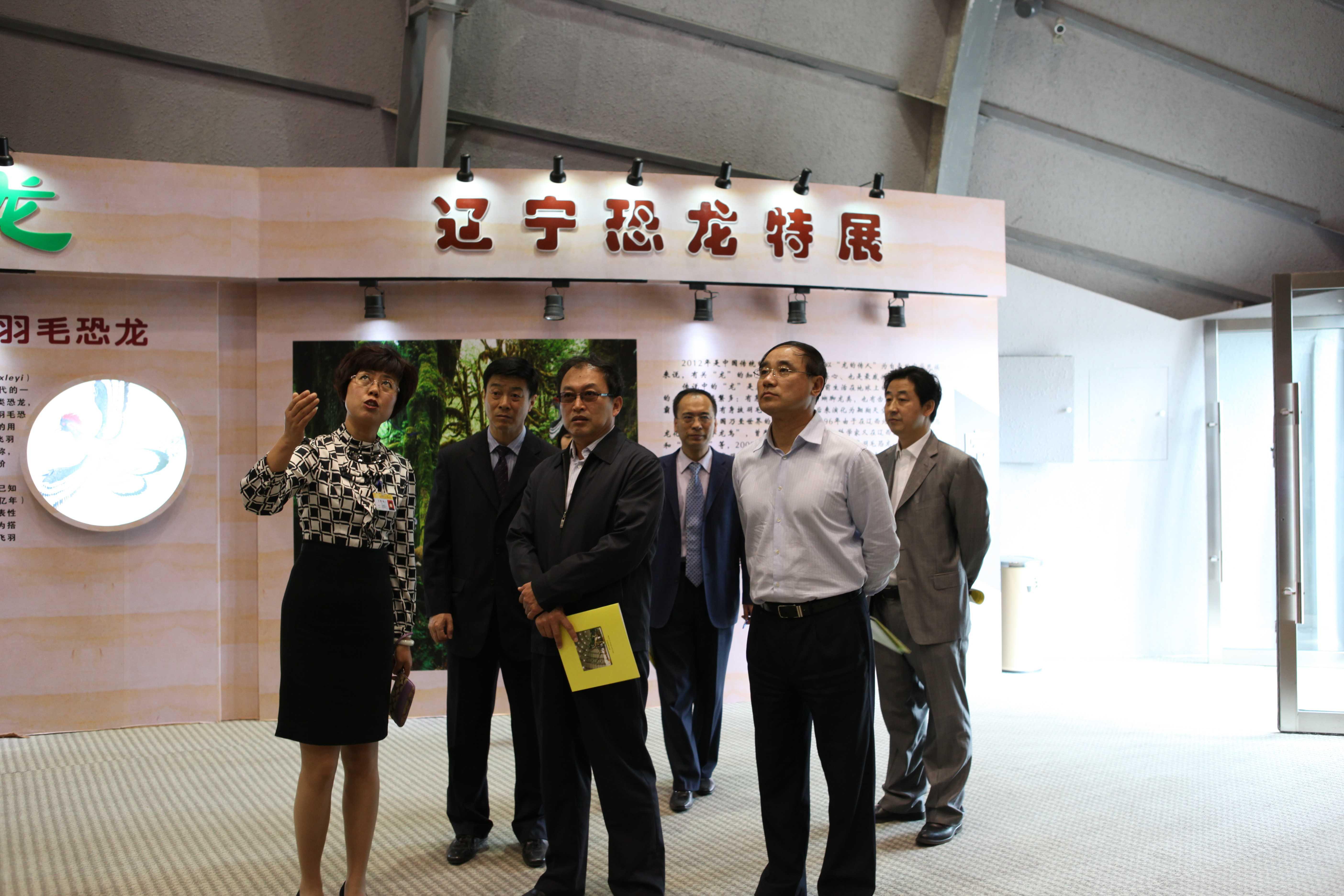 沈阳市政府副秘书长徐兴家(中)、市科技