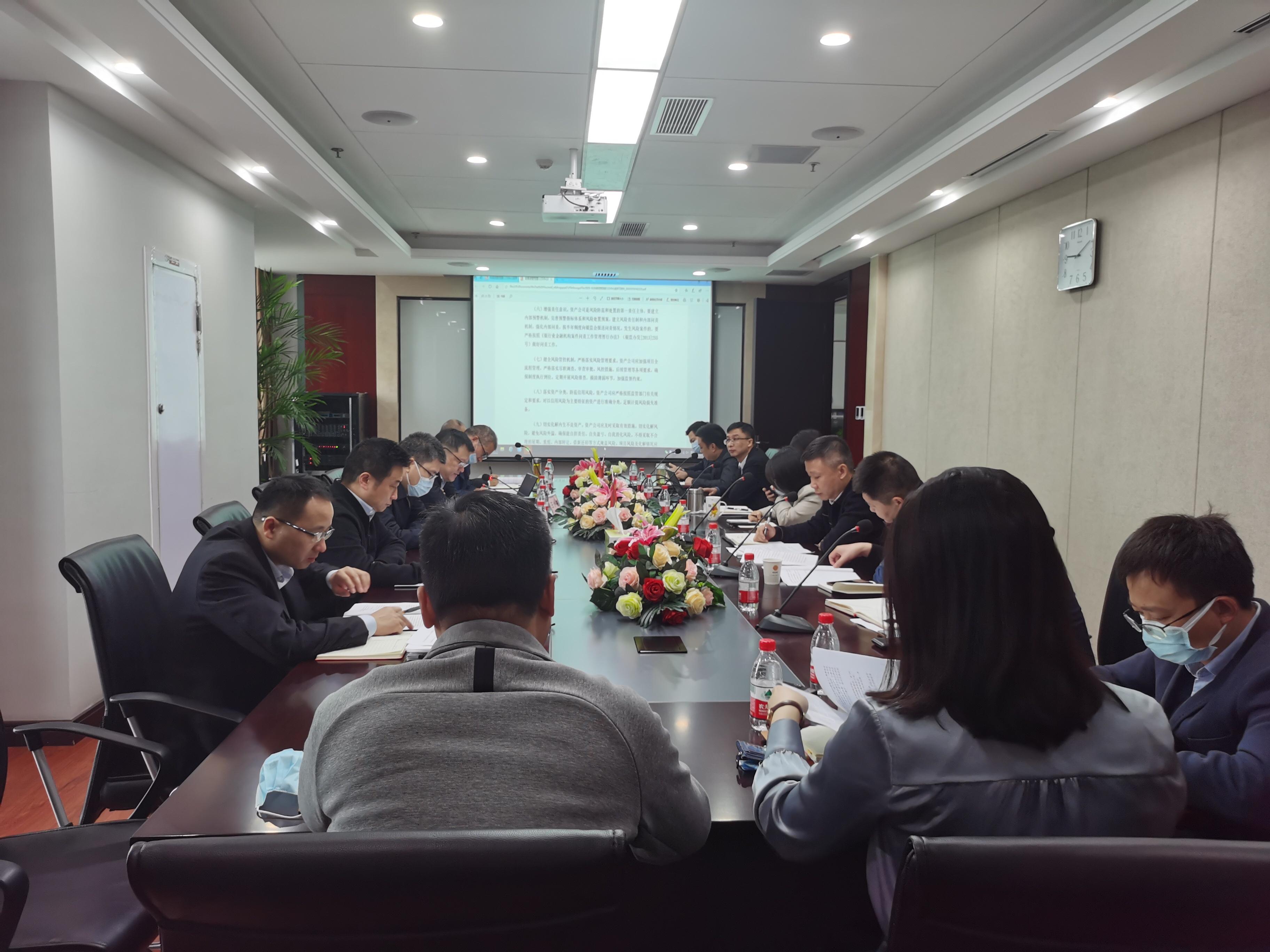 企业党委理论学习中心组举行第12次集中学习