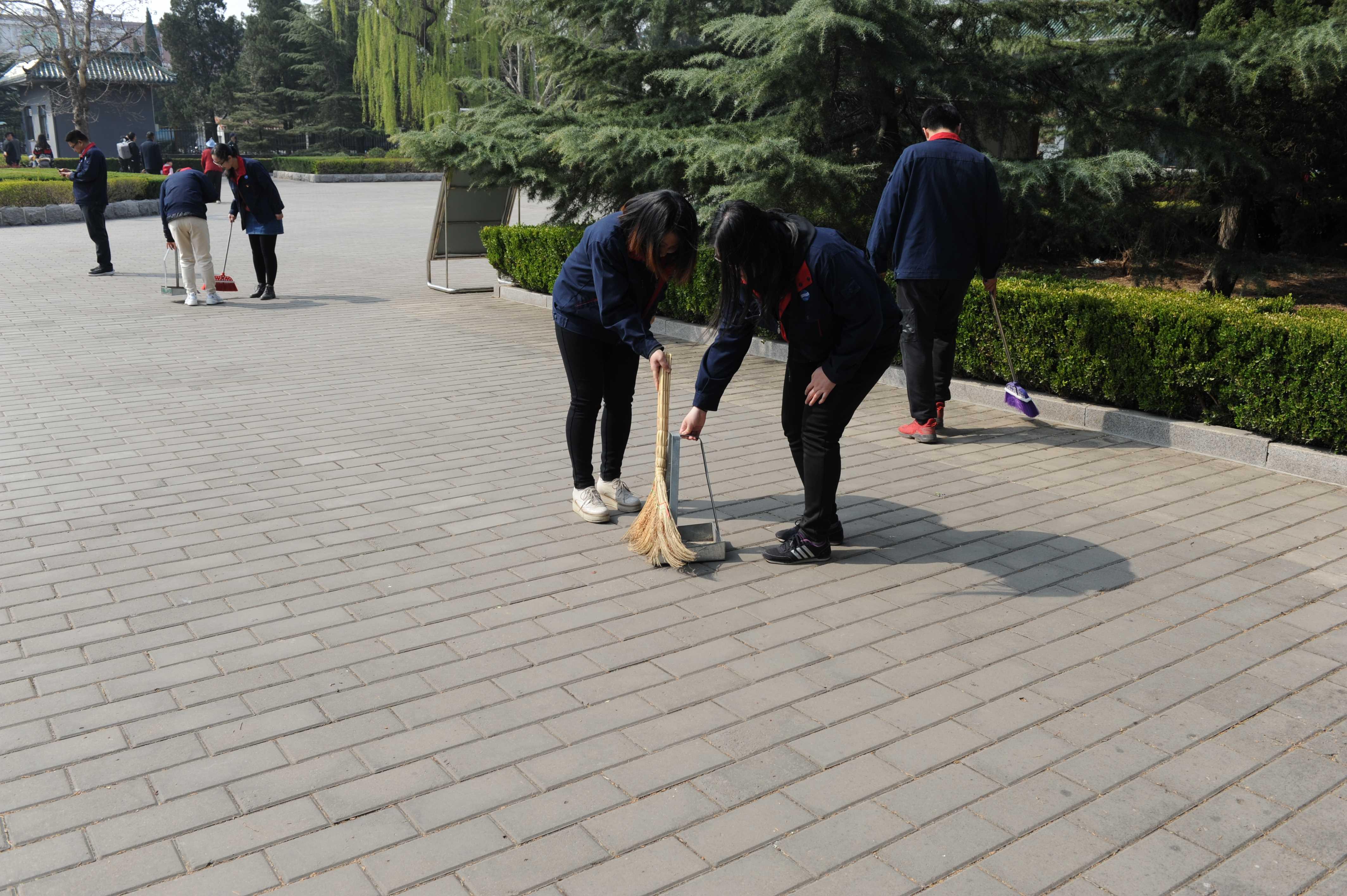 清明节-打扫烈士陵园