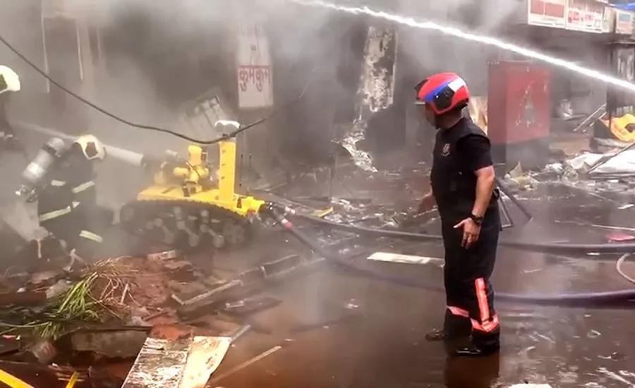 消防机器人挺进火场