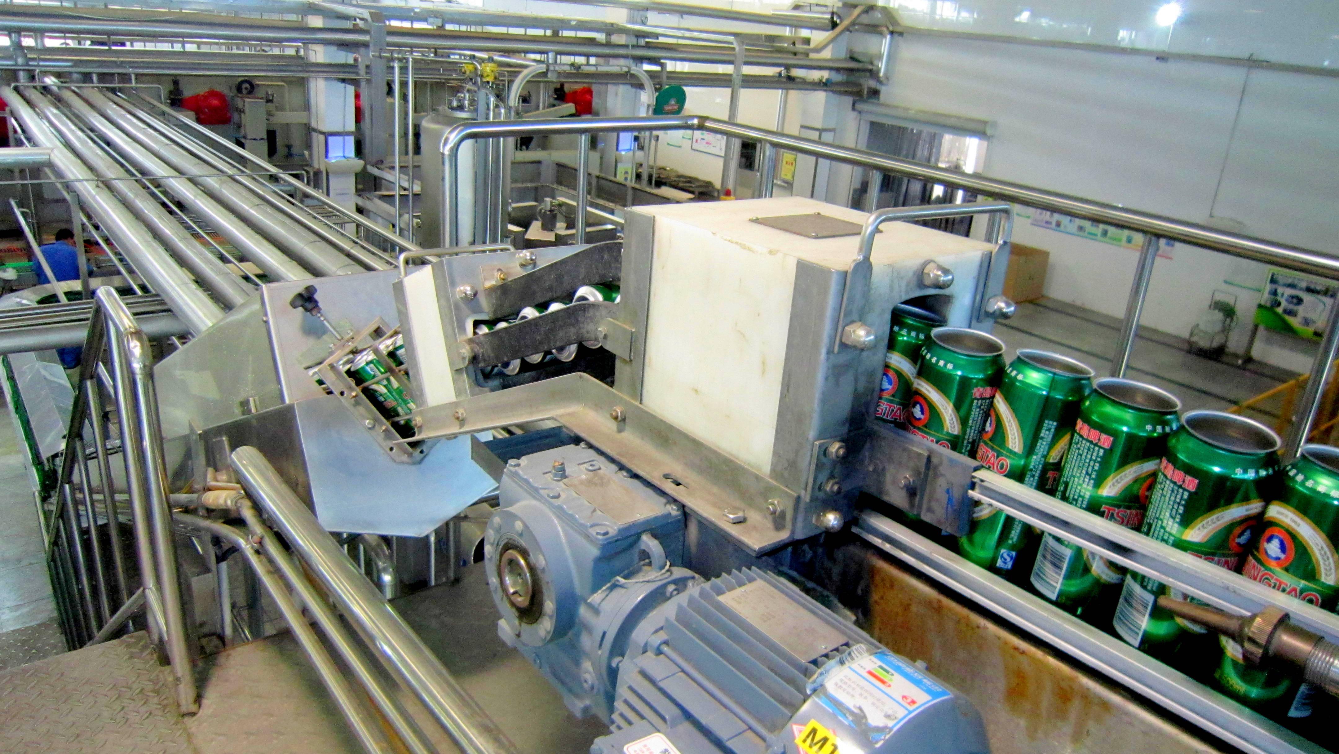 青島啤酒-2、空罐進沖罐機500ml