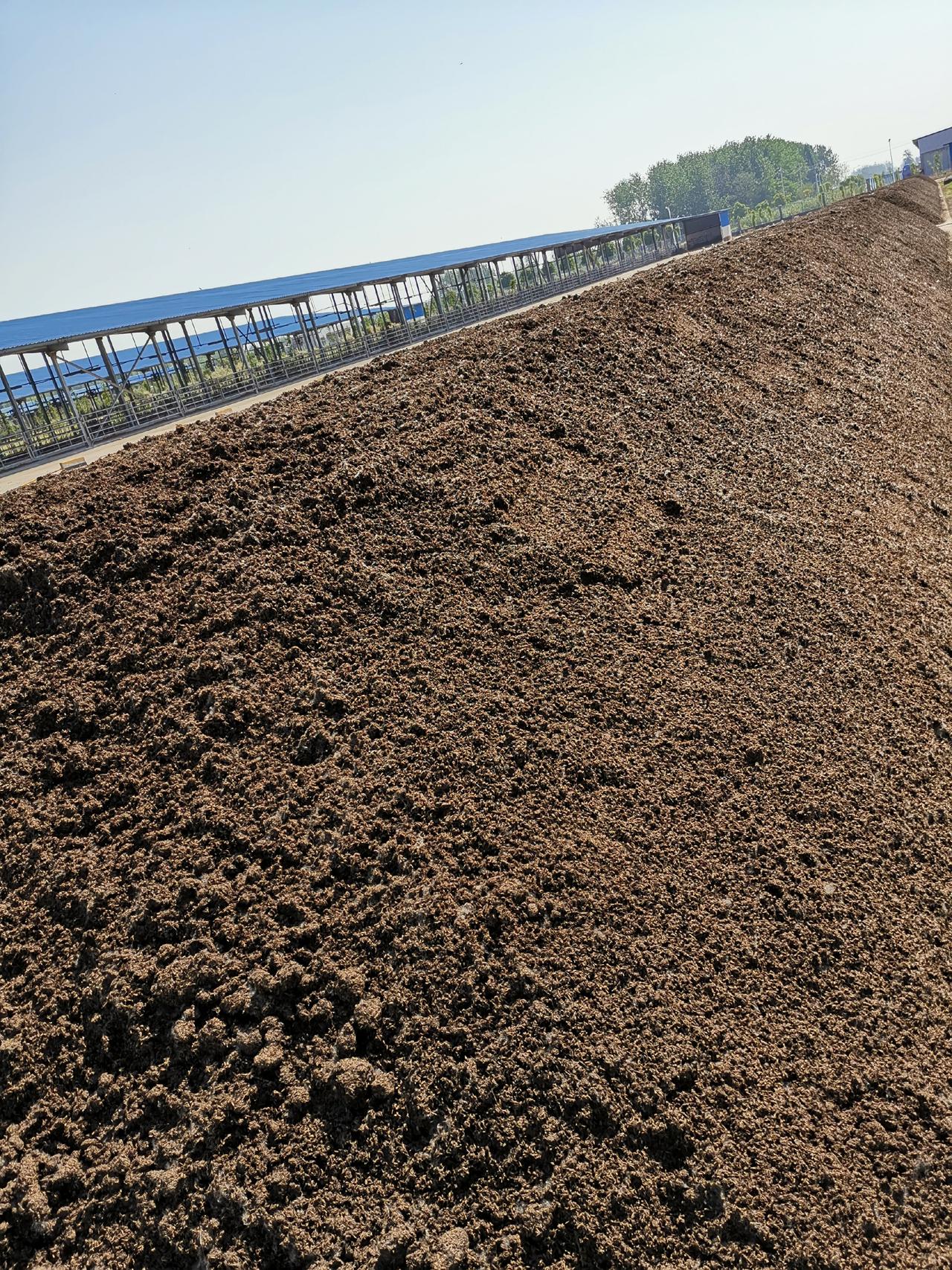 525興化有機肥生產堆垛