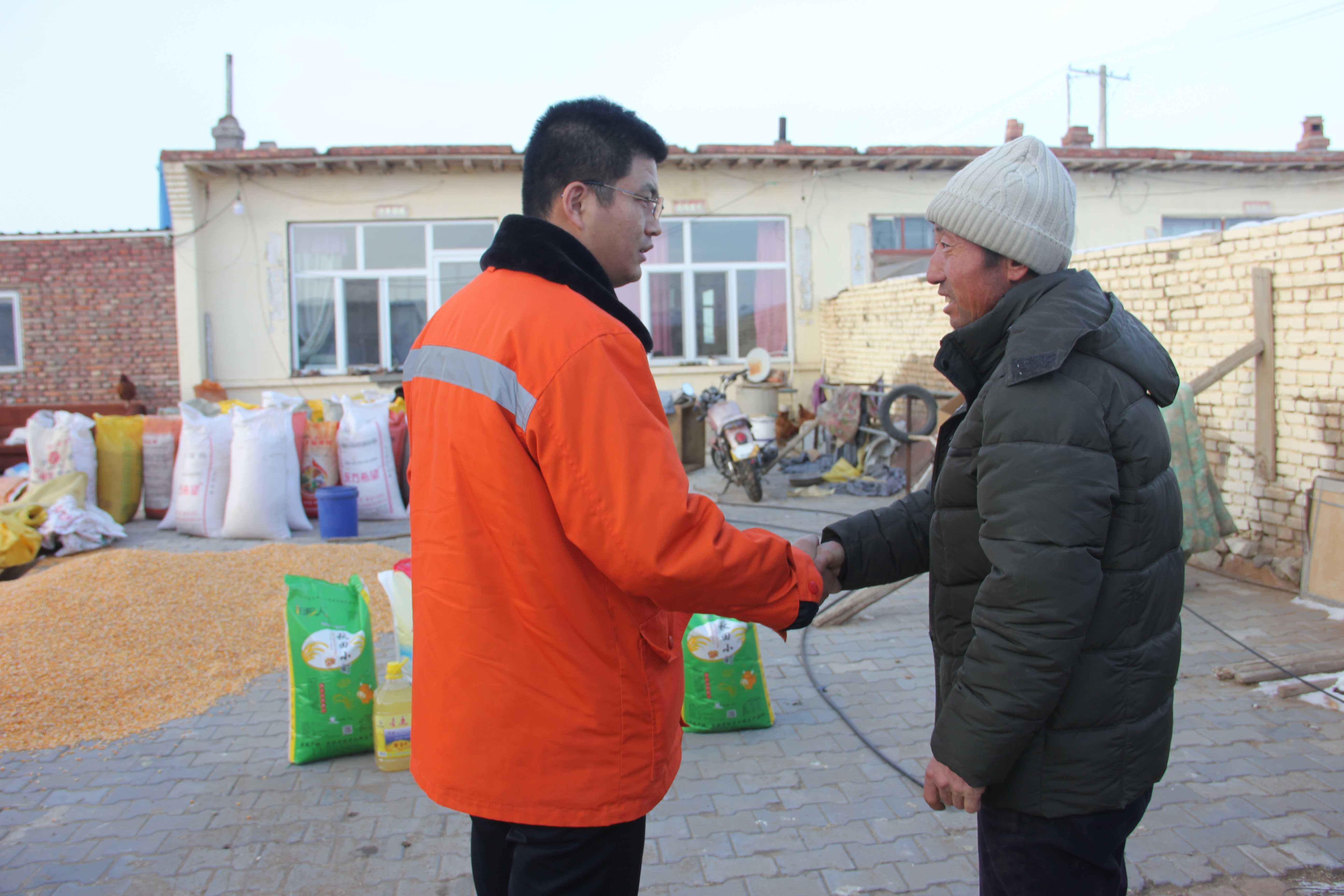 內蒙古太平開展春節前走訪慰問-走訪慰問周邊牧民