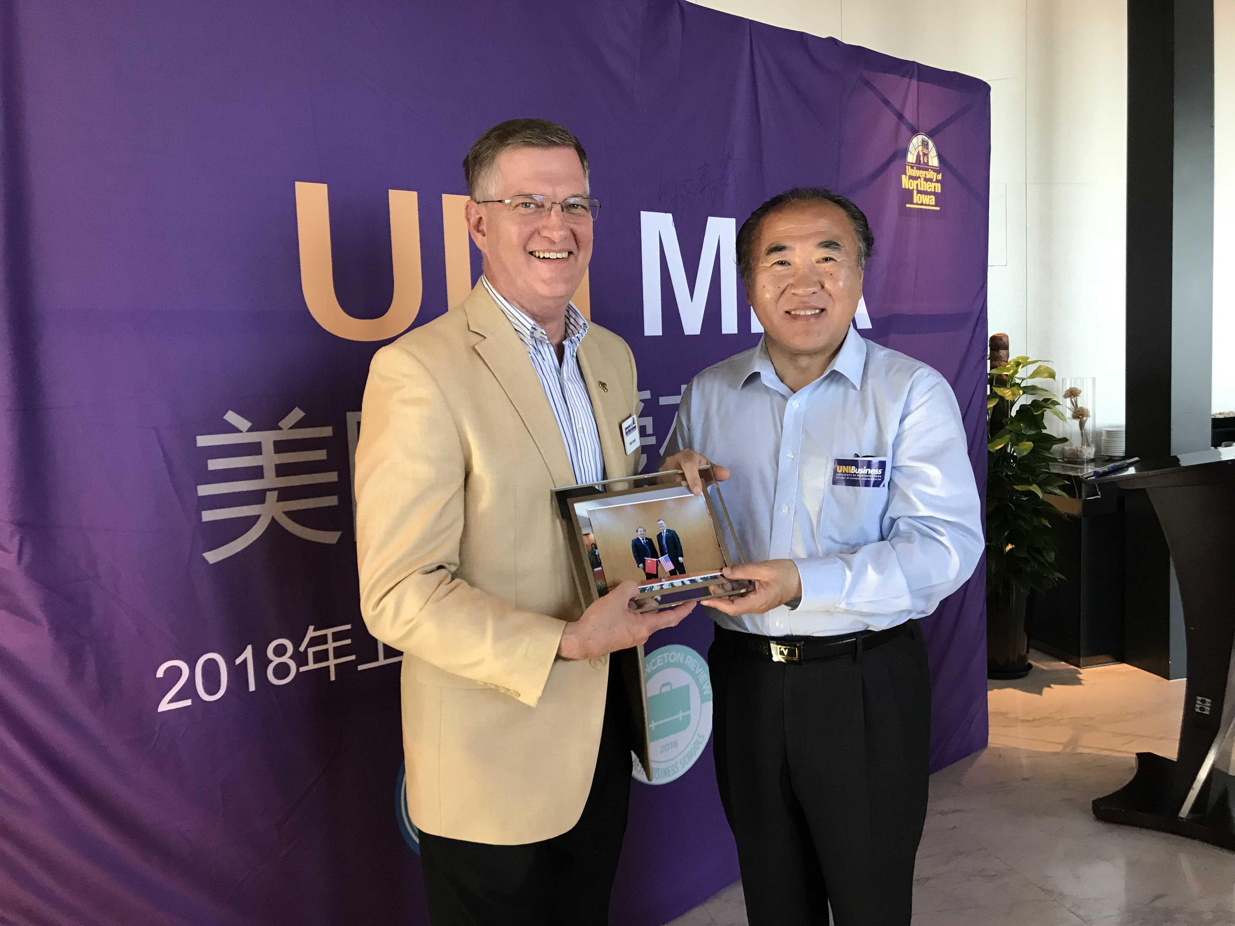 上海MBA_在职MBA_国际MBA_免联考MBA_美国北爱荷华大学MBA