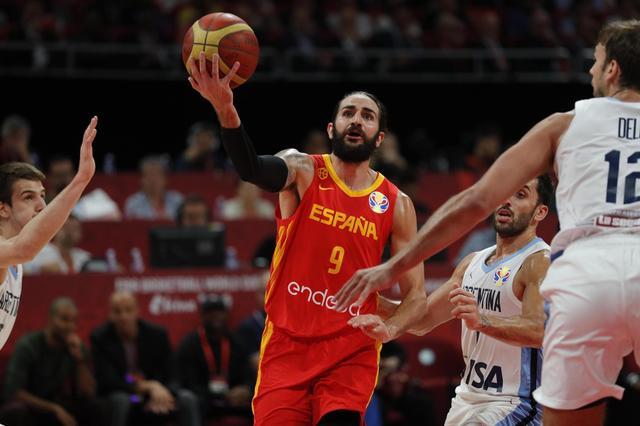 西班牙队篮球架世界杯