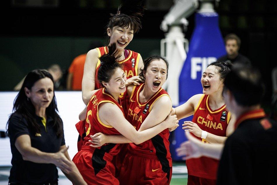 中国女篮篮球架
