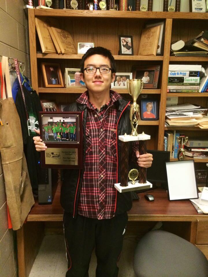 照片-获奖-杨宇飞南部几州机器人联赛团体一等奖。