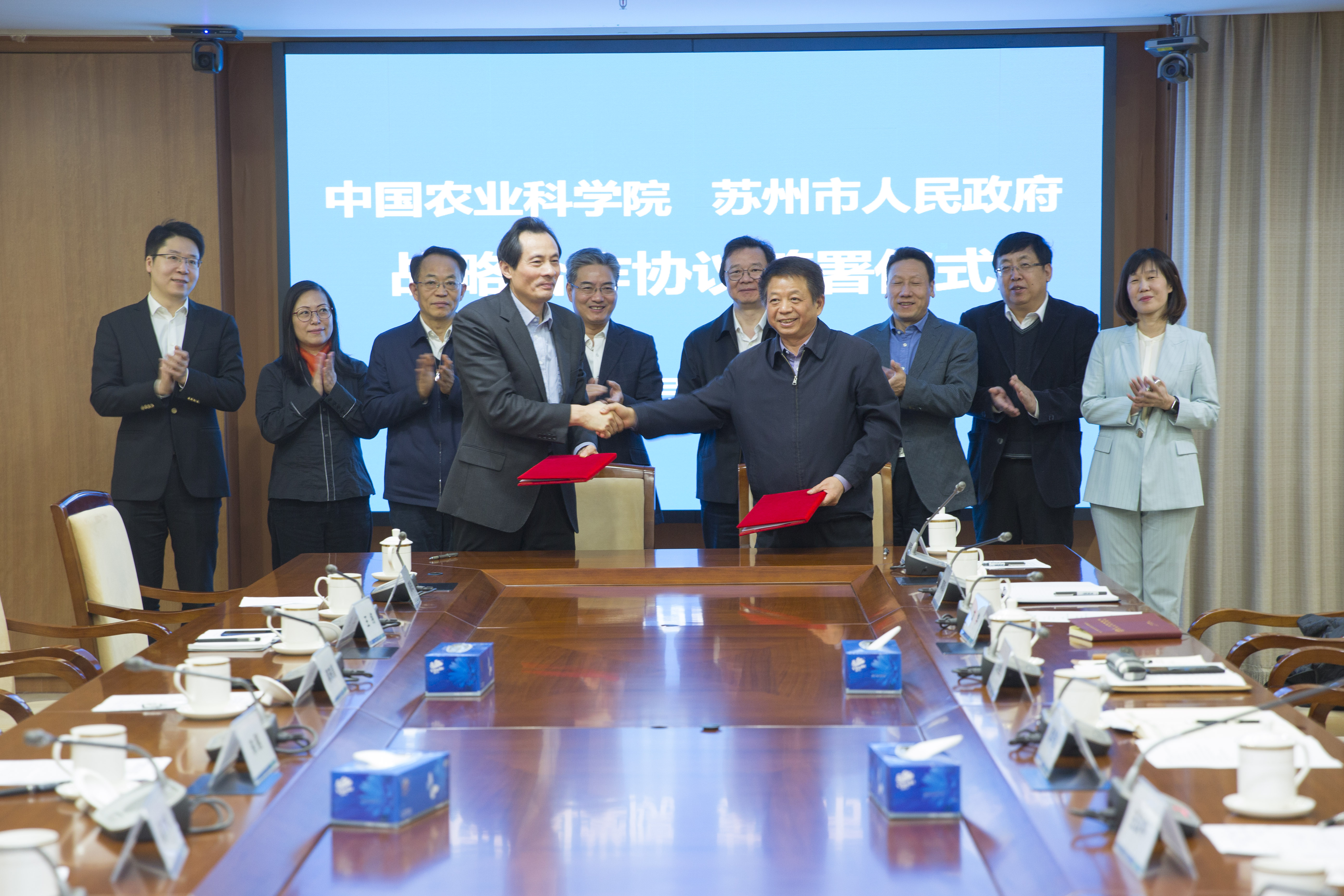 [Chinese] Chinese Academy of Agricultural Sciences signs strategic cooperation with Suzhou | Central VTech boosts the institute's cooperation ...