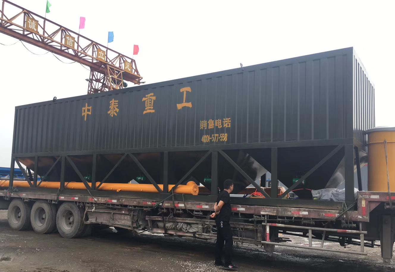 浙江诸暨100吨卧式水泥仓发货