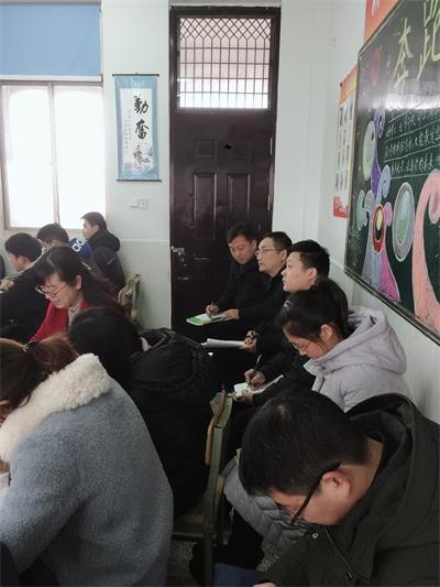11初三语文组在听课
