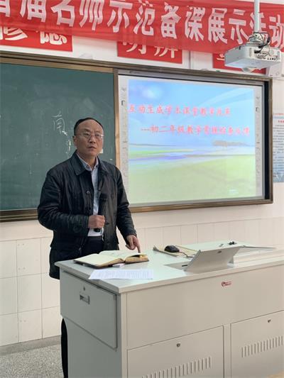 03王成刚在初二年级作反馈报告