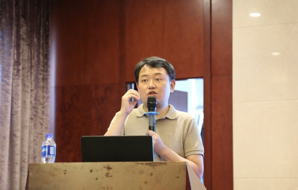 6浙江大学翟业军教授为同学们开设讲座