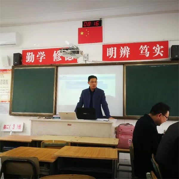5韩俊元副校长在示范备课