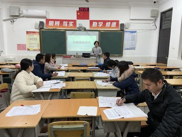 18李秀梅老师在示范备课