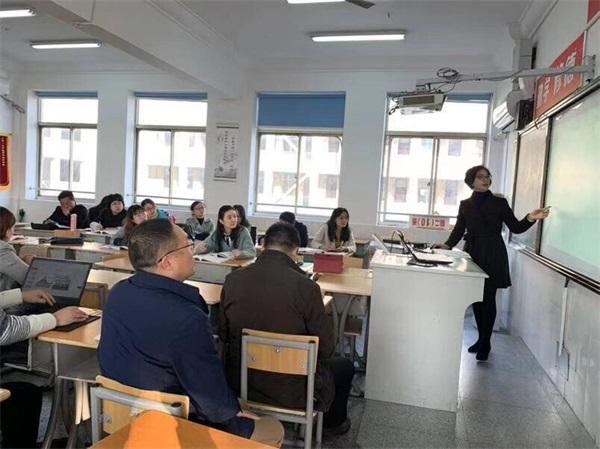 19孙小燕老师在示范备课