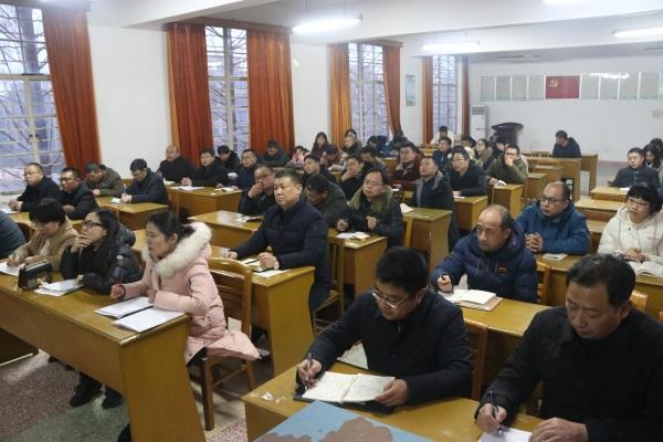 05参加活动的老师听取讲座